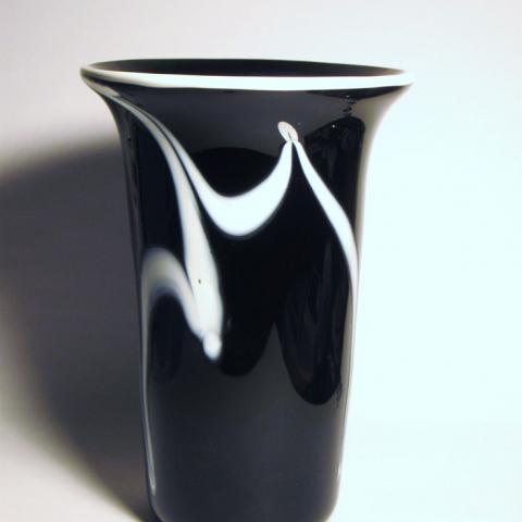 black/white Vase